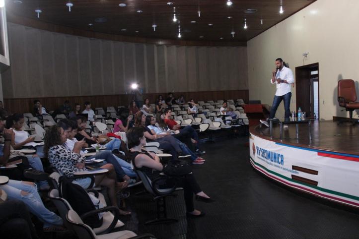 Ygor Brito durante palesta sobre produção de eventos. Foto: Aline Brito