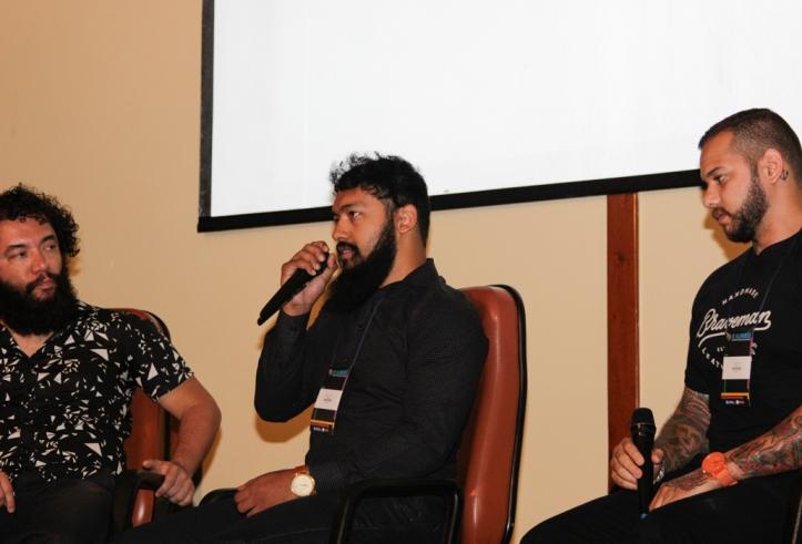 Daniel Toys e Mikael Omik durante palestra. Foto: Karyne Nogueira