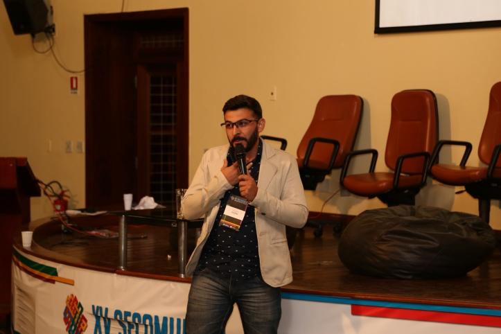 Darlan Ferreira durante palestra. Foto: Fiama Tonhá