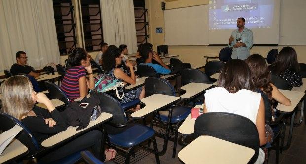 "Workshop ""Bastidores de um telejornal"". Foto: Jordania Correia"