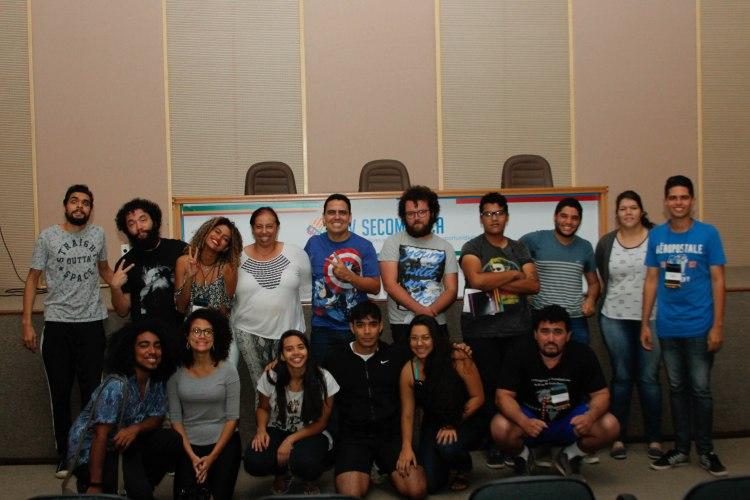 Alunos e professores ao final do Cine Debate. Foto: Jordania Correia